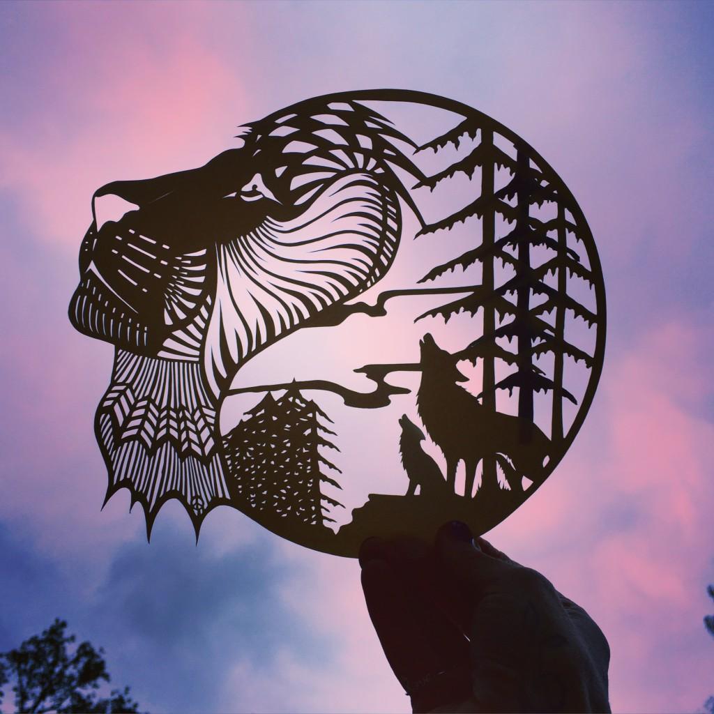 Papercuts von Jo Chorny / Peaceofpaper1 /// Lion+Wolf /// Zarte Silhouetten voller Kreativität mit dem Skalpell in Hammerschlagpapier geschnitten. Wundervolle Kunstwerke, und eine Herausforderung für jeden DIY-Liebhaber. /// Jetzt im Blog auf blog.papierdirekt.de
