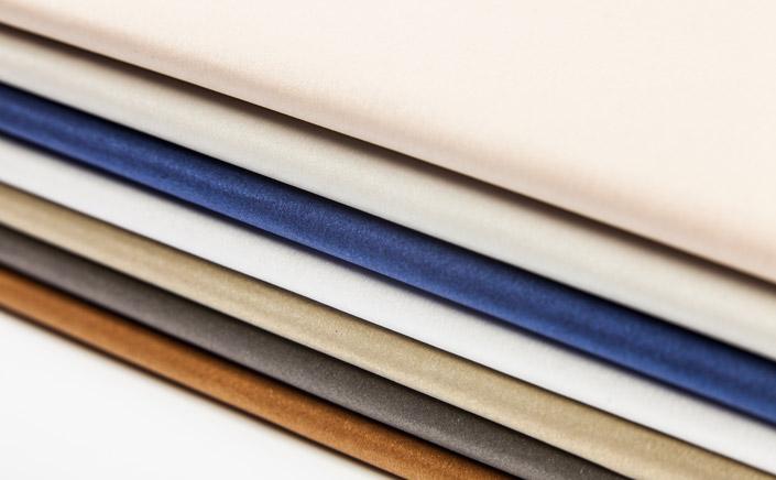 Eine farbintensive Sorte aus unserer Metallics Familie, dessen Oberfläche an gebürstetes Metall erinnert. Wie vielseitig Metallics gebürstet einsetzbar ist sehen Sie hier.
