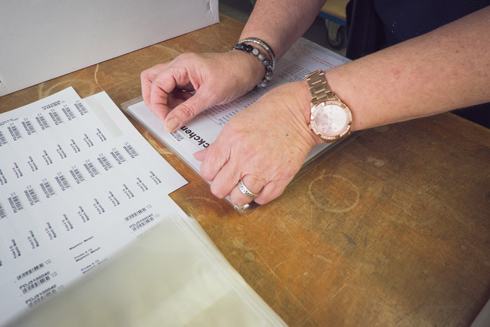 Papier Direkt Probepäckchen /// Nutzen Sie die Probepäckchen um sich einen Überblick über die Papiersorte zu verschaffen oder machen Sie Testdrucke auf dem Originalmaterial. /// Jetzt im Papier Direkt Blog auf blog.papierdirekt.de