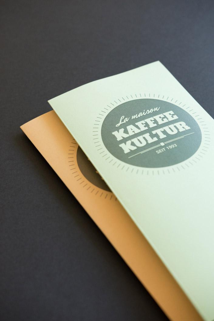 Heute stellen wir im Papier Direkt Blog die Papiersorte Trophée Pastell von Clairefontaine vor. Ein tolles Druckpapier in sanften Farben und mit vielen Kombinationsmöglichkeiten. Design einer Getränkekarte. Jetzt auf blog.papierdirekt.de