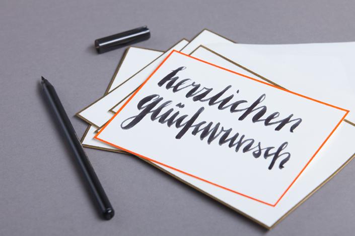 glueckwunschkarte-orange-geraendert mit gold geraenderten Umschlaegen