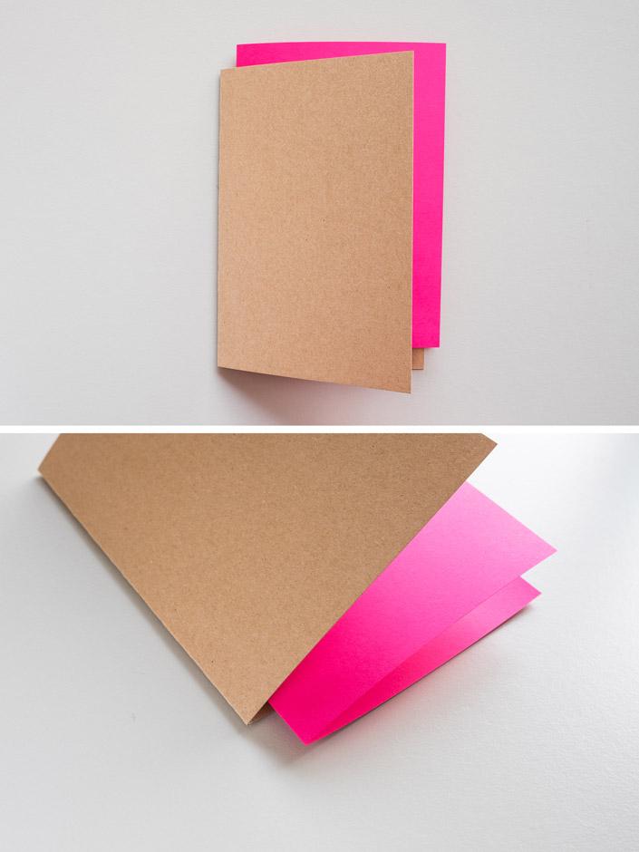 Klappkarten aus Kraftpapier Muskat mit pinkem Einleger