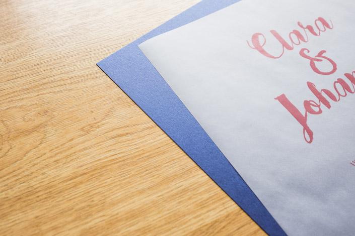 Transparentpapier ist zurück im kreativen Fokus. Die umfangreiche Papiersorte Transparent Premium mit vielen Formaten und Grammaturen stellen wir auf blog.papierdirekt.de vor.