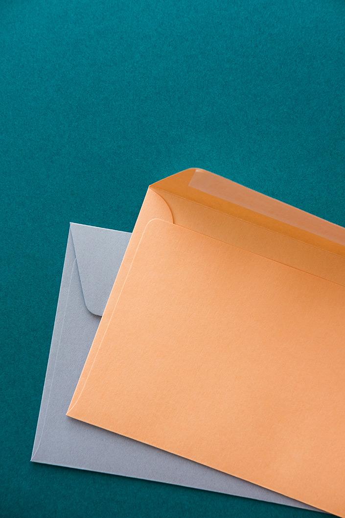 Das Hot Colors Farbsortiment erstrahlt in neuer Frische und Vielfalt. Auf blog.papierdirekt.de rücken wir die Papiersorte mit ihren 22 wunderschönen Farbtönen ins (Sonnen-) Licht.