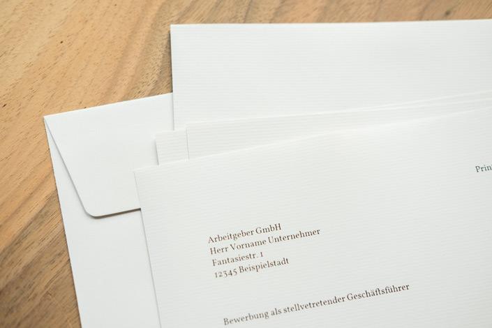 Beim richtigen Papier für Bewerbungen geht es um einen stimmigen Gesamteindruck. auf blog.papierdirekt.de zeigen wir, was zu beachten ist und stellen geeignete Papiere vor.