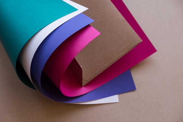 Muskat Kraftpapier kombiniert mit farbigen Papieren