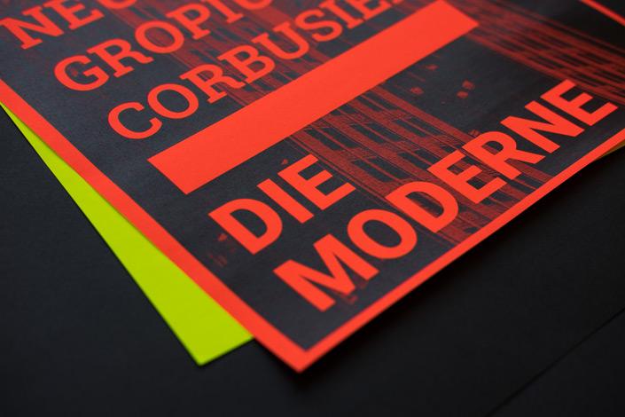 Die Papiersorte Ultra Neon ist ein wahres Kraftwerk für die Augen. Auf blog.papierdirekt.de stellen wir das fluoreszierende Neonpapier vor und zeigen Kombinationsmöglichkeiten.