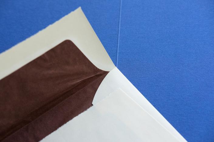 Der Inbegriff von Papier. Wir stellen Ihnen die Sorte Echt Bütten im Papier Direkt Blog vor, erklären die Herstellung und zeigen Kombinationsmöglichkeiten mit anderen Papieren.