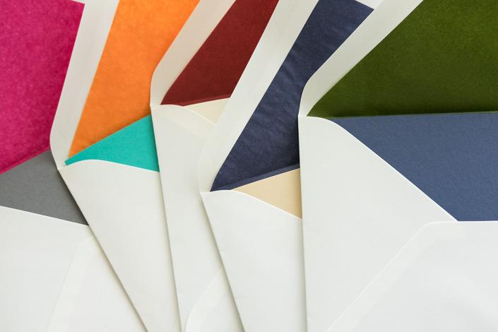 Wir stellen unseren neuen cremeweißen DIN B6 Kuverts vor und zeigen wie das Mix&Match mit passenden Karten und Papiersorten gelingt.