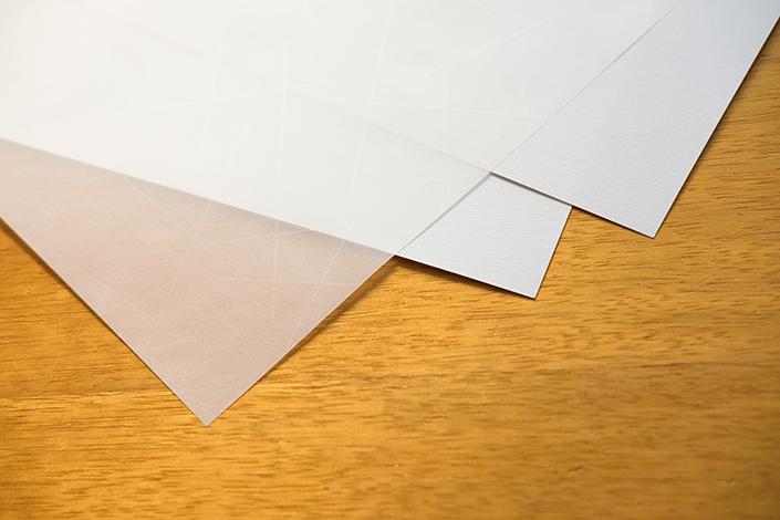 Lucida Transparent steht 2017 im Zeichen der Veränderung: Mit neuem Namen entfaltet die Papiersorte im Spiel aus Licht und Transparenz seine volle Wirkung. Wir stellen die Sorte im Papier Direkt Blog vor.