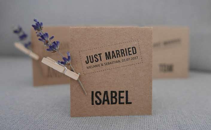 """Die Artikelserie """"Brillante Papiere für: ..."""" zeigt Produkte im Einsatz. Wir starten mit der Hochzeitspapeterie aus Kraftpapier von Aylando Hochzeitskarten."""