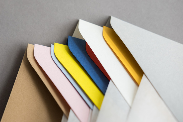 Colorplan ist eine Ode an die Farben des Pop. Das Set aus 12 Hüllen DIN B6 mit passenden Karten, präsentieren wir Ihnen heute im Papier Direkt Blog.