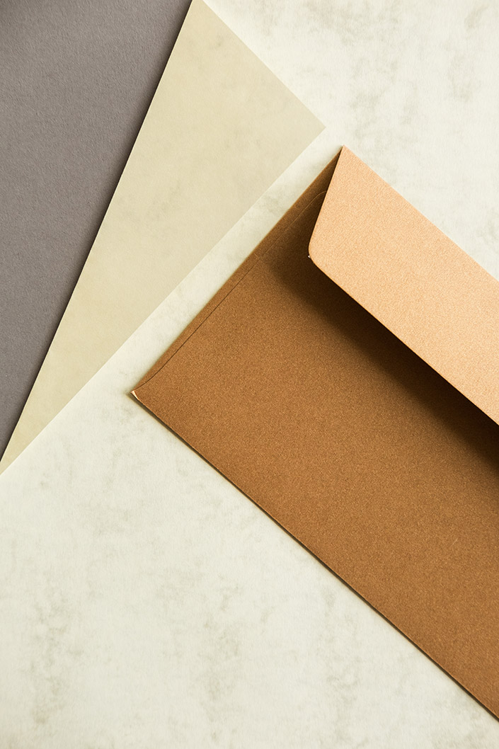 Marmorpapier legt ein riesiges Potenzial für moderne Gestaltung offen. Heute präsentieren wir Ihnen im Papier Direkt Blog die Sorte Marmor dtp im Detail.