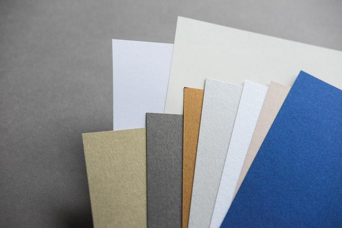 Die Sorte Feinherb Digital ist so variabel wie ein weißes T-Shirt. Wir zeigen im Papier Direkt Blog, wie Sie das Papier kunstvoll kombinieren.
