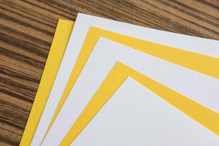 Heute wollen wir Ihnen im Papier Direkt Blog den hochweißen Strukturkarton präsentieren, dessen drei spannende Oberflächenvarianten ein wahrlich haptisches Erlebnis bieten.