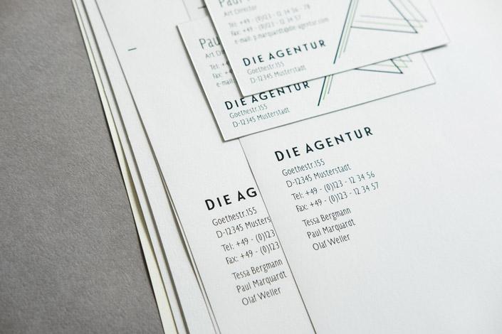 MAYSPIES Revolution, ein Businesspapier, das große Erwartungen weckt. Es vereint beste Verarbeitbarkeit auf allen Druckgeräten mit einem klassischen Look.