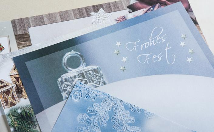 Weihnachtliche Motivpapiere, Weihnachtskarten 2017 und Colorplan Hüllen transportieren Ihre Ideen zur Weihnachtszeit persönlich zu Ihren Kunden.
