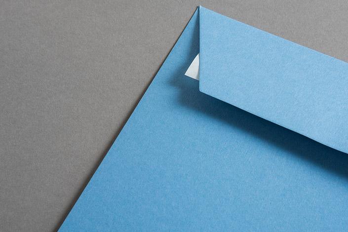 Pantone präsentiert die Farbedes Jahres 2018: Ultra Violet. Wir liefern Inspiration und zeigen passende Papiere aus dem Papier Direkt Sortiment.