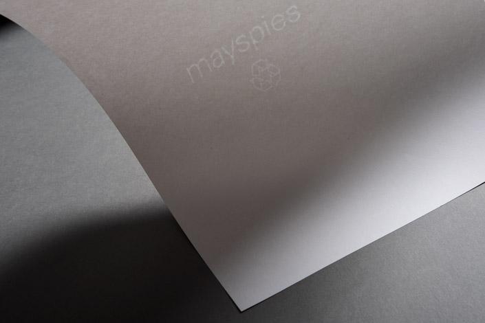 Hatari! Neben dem Abenteuerfilm ist das auch der Name eines Recycling-Feinpapiers aus dem Hause MAY+SPIES, das wir heute im Papier Direkt Blog vorstellen.