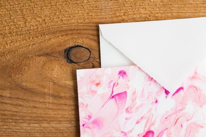 Wie kreativ die Geschäftsausstattung einer Firma sein kann, zeigen wir Ihnen in unserer Blogserie 12 x Print. Fünf spannende Wege für Ihr Corporate Design. Mehr dazu im Papier Direkt Blog!