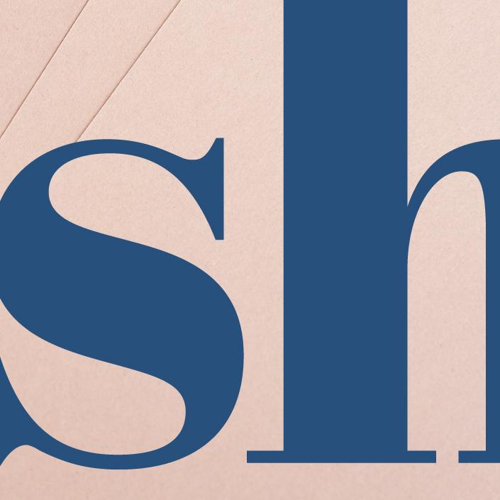 Die Schönheit von Buchstaben wird vor allem in den Details sichtbar. Passend zu unserer neuen Papiersorte Crush starten wir im Juli mit dem Typodetail sh.