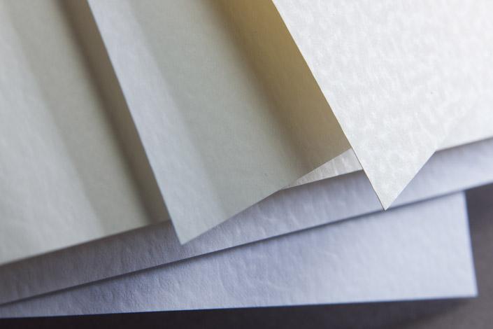 Conqueror Hammerschlag ist ein Businesspapier mit Tradition und Profil. In unserer Sortenvorstellung lernen Sie, wie Sie es für Ihre Ideen einsetzen können.