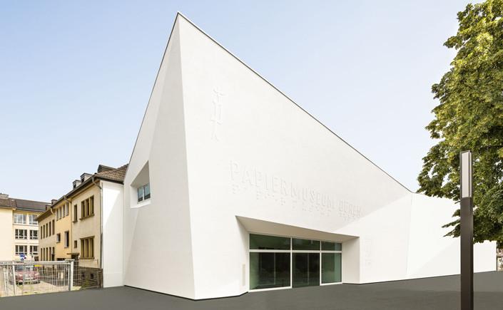 Nach dreijähriger Bauzeit wird das Papiermuseum Düren am 09. September neu eröffnet. Unser Event-Tipp für die Region und alle, die eine Reise hierher führt.