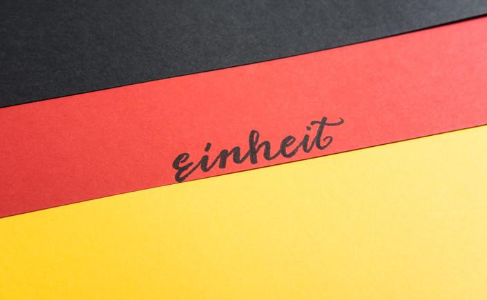 Am 03.10.2018 feiern wir den Tag der Deutschen Einheit. Colorplan Papier in Schwarz, Rot und Gold wollen wir an diesem Tag besonders präsentieren.