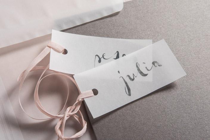 Unsere neue Miniserie greift wichtige Looks der Hochzeitspapeterie auf. Heute starten wir die Reihe und zeigen Ihnen transparente Hochzeitspapeterie.