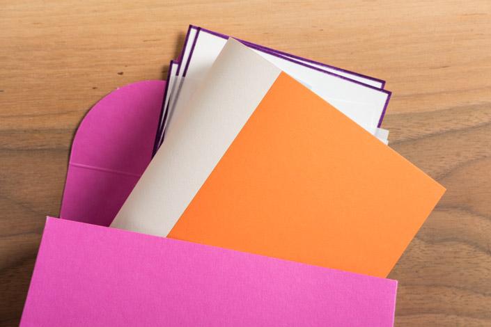 Im Papier Direkt Blog beleuchten wir die Entstehungsgeschichte von BUNTBOX und zeigen Ihnen, wie auch Sie zum #paperhandbagartist werden.