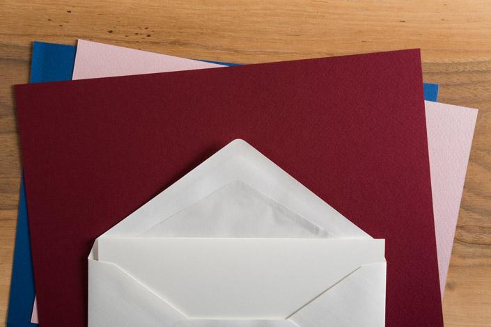 Suchen Sie ein wandelbares Papier für seriöse Projekte, aber auch die bunteste und verrückteste Gestaltung? Opaline ist unsere Empfehlung für Sie.