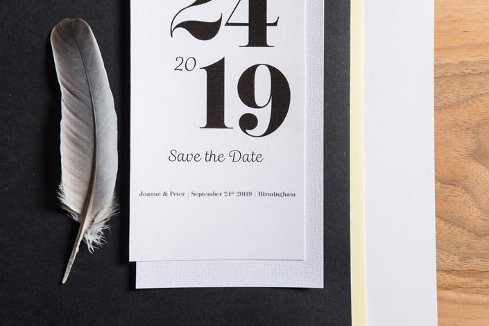 Stehen Sie auf Kontraste? Dann gefällt Ihnen die schwarz-weiße Hochzeitspapeterie sicher gut. Einer von sieben Hochzeitsstilen, die wir Ihnen vorstellen.