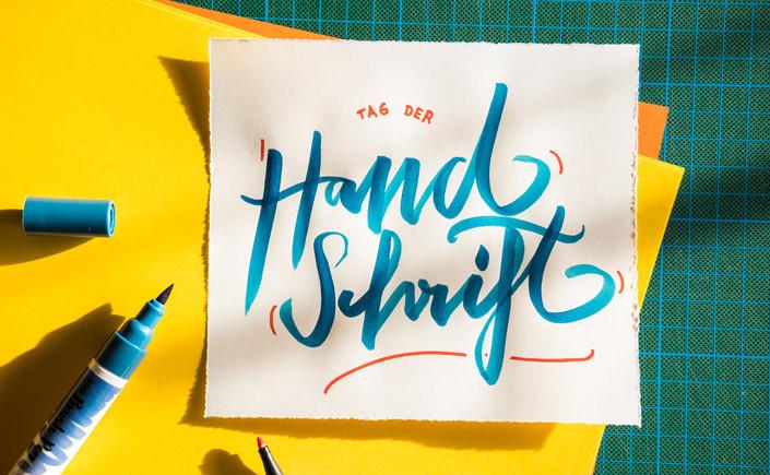 Heute ist der internationale Tag der Handschrift. Lesen Sie hier im Papier Direkt Blog, warum es sich lohnt, wieder mal häufiger mit der Hand zu schreiben.