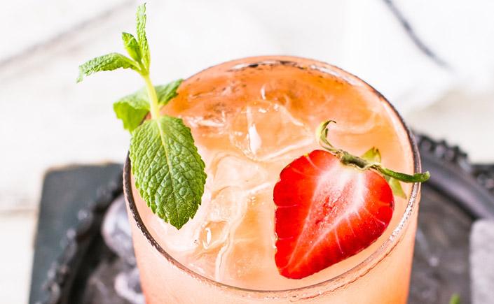 Die Sonne lacht, der Abend ist mild. Lassen Sie sich von unserer Instagram-Liste 10 kreative Cocktails – Sommer im Glas inspirieren.