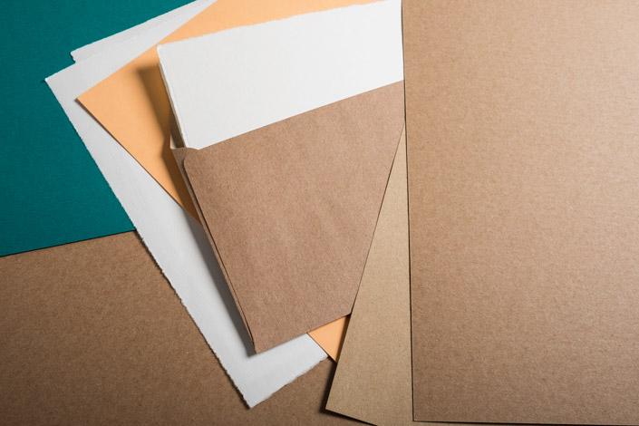 Muskat Kraftpapier kombiniert mit Büttenpapieren