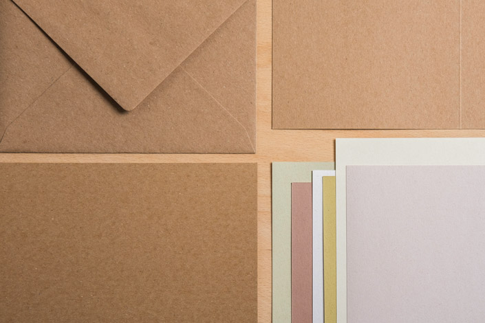 Muskat Kraftpapier mit Briefumschlägen und Crush Feinpapier