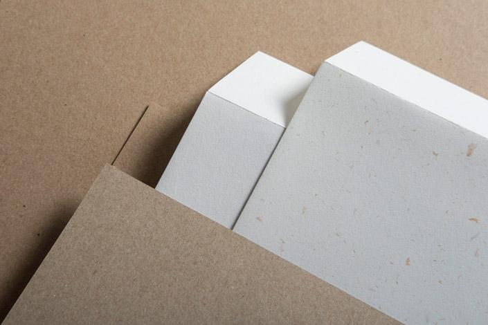 Countryside Mistral zaubert interessante Effekte aufs Papier. Wir stellen Euch das Recyclingpapier im Rahmen unserer Artikelserie 7 Nachhaltige Papiere vor.