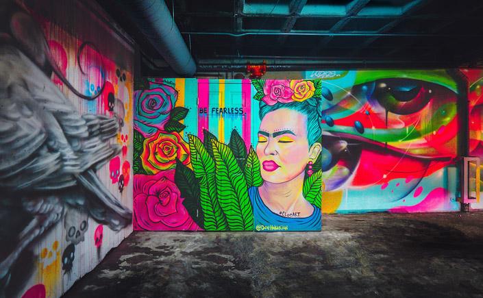 Frida Kahlo würde heute 112 Jahre alt. Wir schicken einen Geburtstagsgruß an die Frau, die uns mit Ihrer Malerei so bereitwillig ihre Seele geöffnet hat.