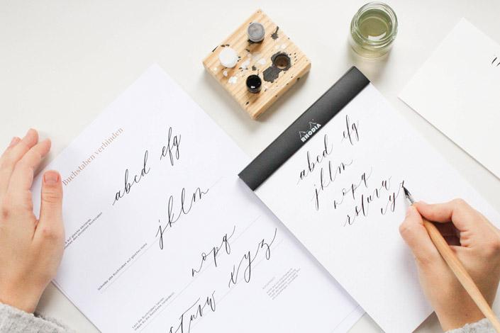 Clara Riemer erzählt uns im Interview vom Entstehungsprozess des Buchs Schnupperkurs Kalligraphie und wie sie den Mix aus Job und Familie schafft.