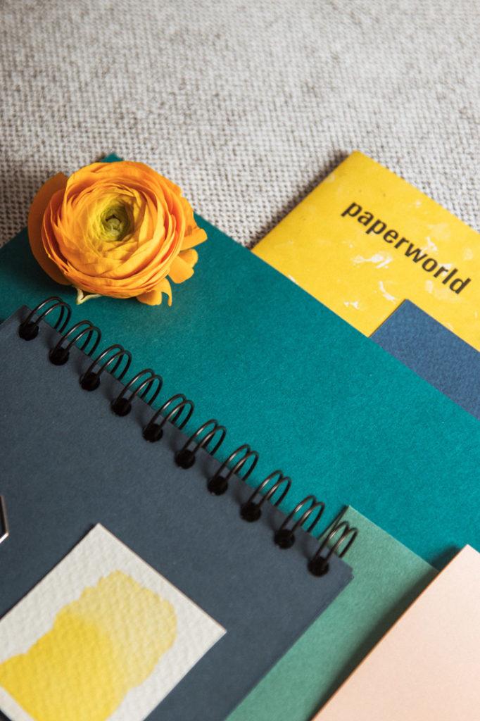 Papier Trends 2020: Smaragdgrün, Kobaltblau und warmes, kräftiges Gelb