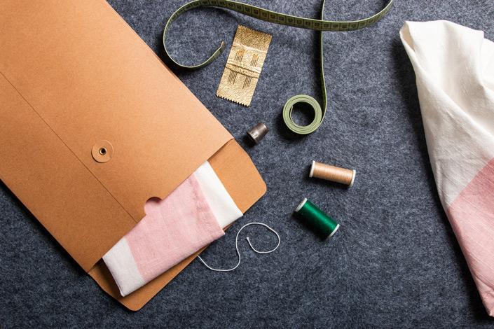 Wir zeigen Euch, wie Ihr Materialien zu Euerm DIY-Kurs passend versenden könnt! Wie vielseitig die Bindfadenkuverts sind, lest Ihr im Papier Direkt Blog!