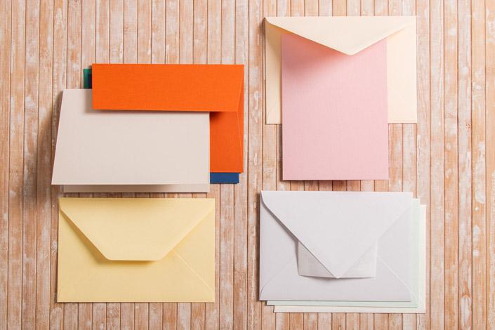 Kuverts und Karten im Format DIN B6 in unterschiedlichen Farben