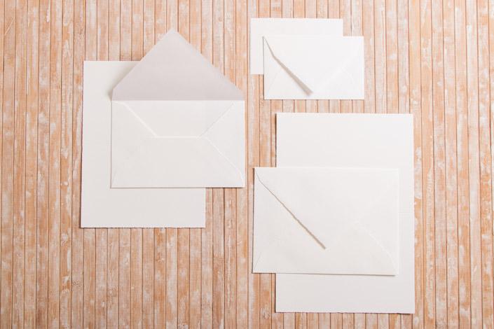 Briefumschläge und Karten aus Büttenpapier in verschiedenen Formaten