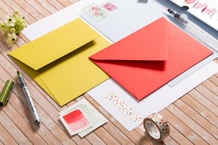 Sommerliche Papeterie mit hellem Rot, Kiwigrün und Hellblau - Detailaufnahme