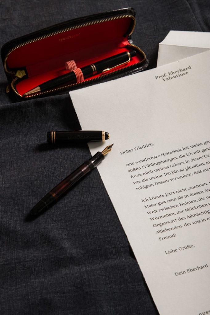 Büttenpapier mit gedrucktem Brief und Mont Blanc Füller