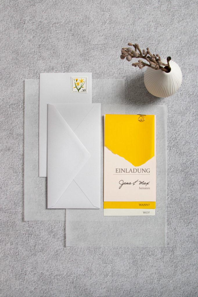 Einladungskarte aus gelben Transparentpapier im layering mit Crush Citrus und Colorplan