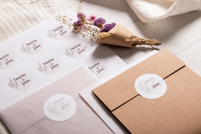 Muskat Klappkarte mit weißen, runden Etiketten und Transparenten Umschlägen