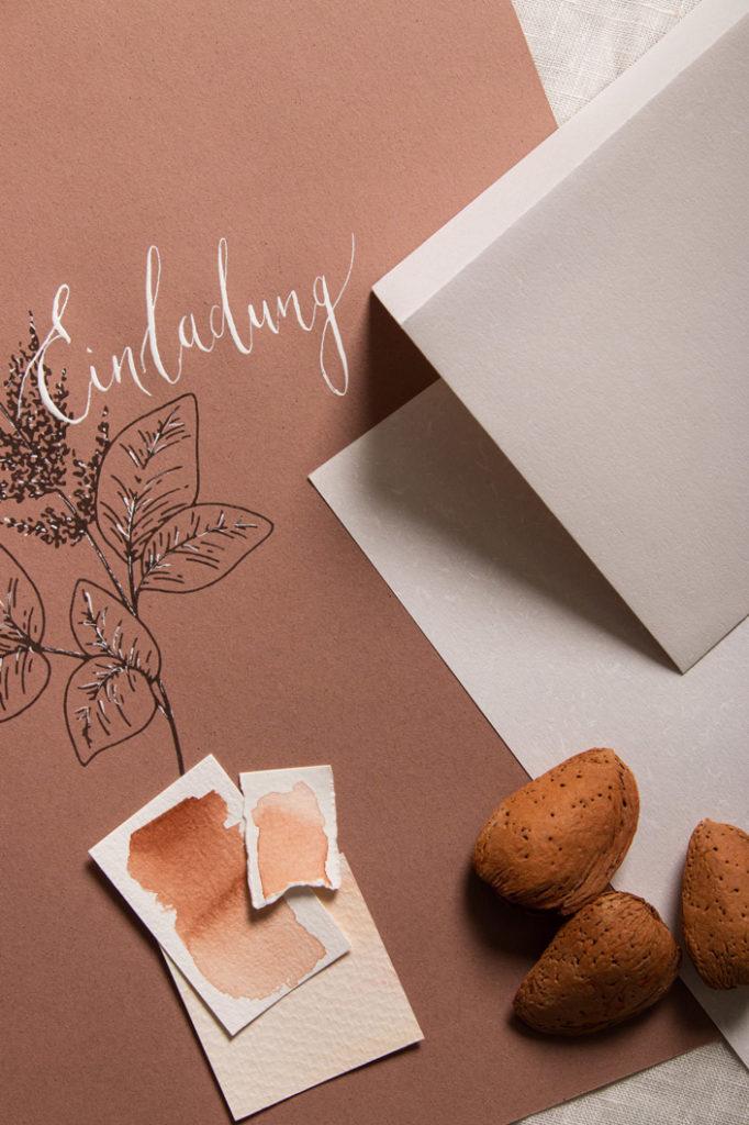 Crush Almond DIN A4 Papier zusammen mit DIN lang Kuvert Countryside Mistral in Weiß