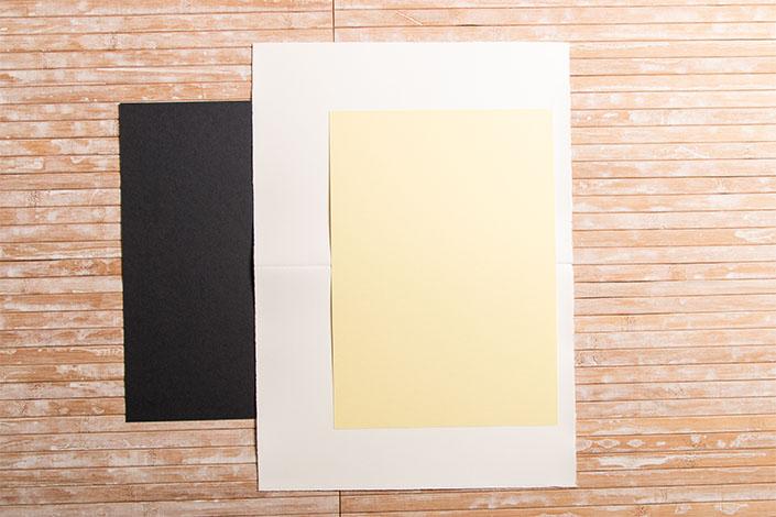 DIN A4 Karten im Vergleich zu einem DIN A4 Blatt