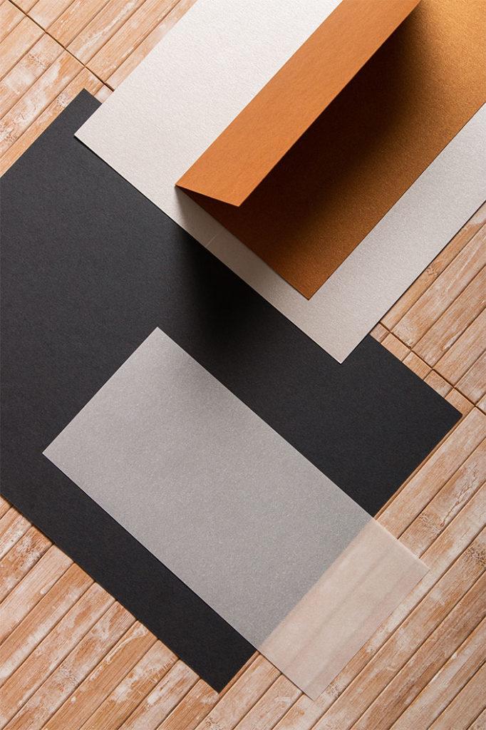 DIN lang Karten einfach und hochdoppelt aus Metallicpapier und Transparentpapier.